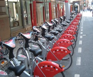 Are they community bikes? Do they charge by the minute? Do you have some kind of pass key or can you use your credit card? Aaah!